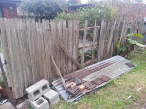 Collapsing side fence