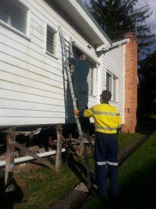 Dismantling metal blinds