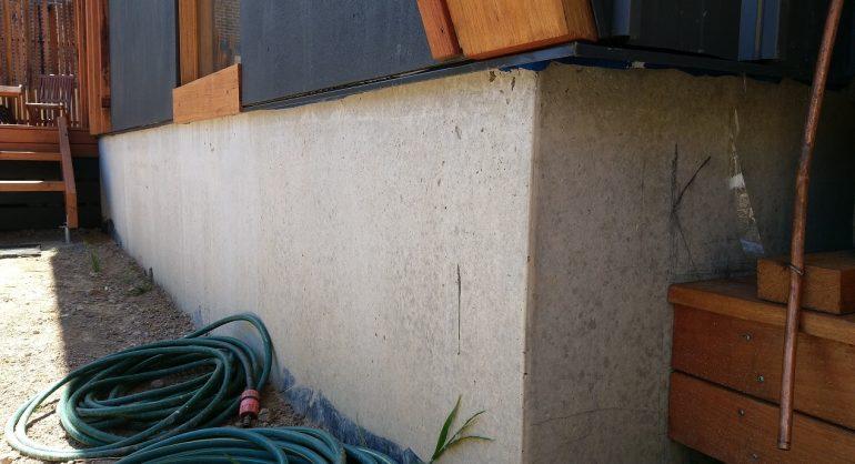 Exposed slab edge on concrete foundation
